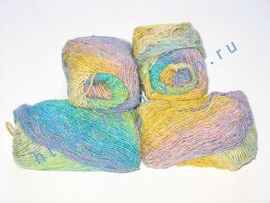 Пряжа секционного крашения 2/1. 55% Хлопок, 40% вискоза, 5% натуральный шелк (mulberry silk). Цвет 03. Основные цвета: оттенки синего, желтого и зеленого