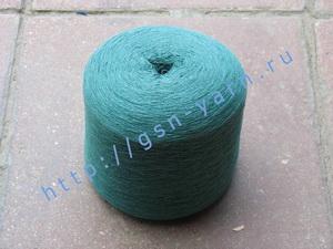 Пряжа 26/2 на бобинах для ручного и машинного вязания, ткачества. Узелковая пряжа, пряжа с включениями (NEPS yarn). 60% Натуральный шелк (mulberry silk), 20% бамбук, 10% беби альпака (baby alpaca), 10% ангора (dehaired angora). Цвет темно-зеленый + разноц