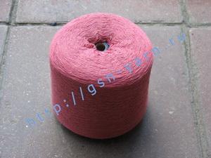 Пряжа 26/2 на бобинах для ручного и машинного вязания, ткачества. Узелковая пряжа, пряжа с включениями (NEPS yarn). 60% Натуральный шелк (mulberry silk), 20% бамбук, 10% беби альпака (baby alpaca), 10% ангора (dehaired angora). Цвет бледно-вишневый + разн
