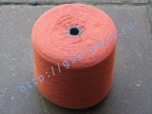 Пряжа 26/2 на бобинах для ручного и машинного вязания, ткачества. 40% Натуральный шелк (mulberry silk), 35% хлопок, 20% ангора (dehaired angora), 5% кид мохер (kid mohair). Цвет розово-вишневый